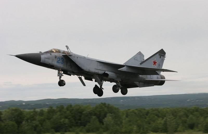 五架MiG-31BM和五架Mi-8MTV-5-1:星期三经过了一天的军事接纳
