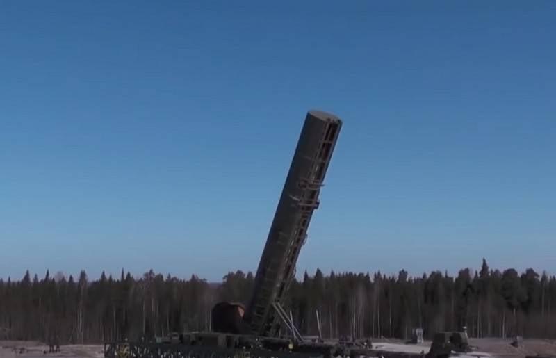 """Rogozin, ICBM RS-28 """"Sarmat"""" ın yakında benimseneceğini duyurdu"""