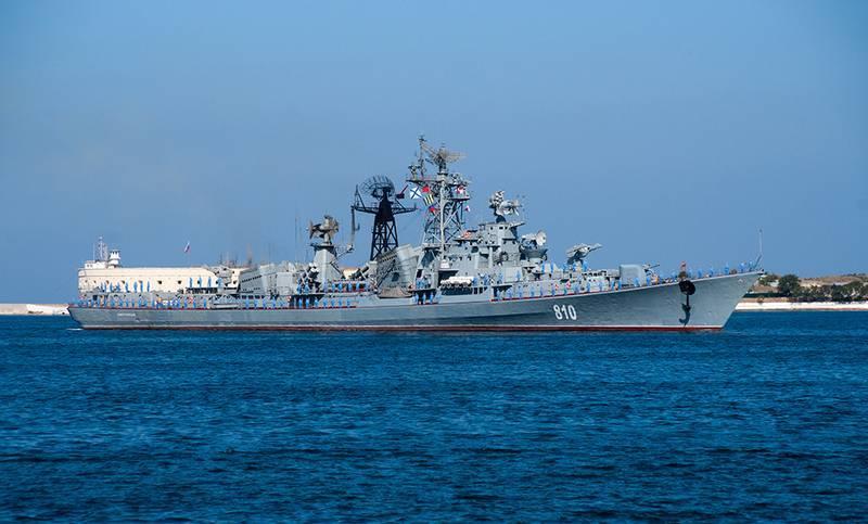 """Karadeniz Filosu devriye gemisi """"Sharp"""" rıhtım onarımlarından geçti"""