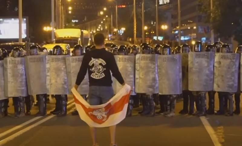 """""""Bugün, 19.00, tüm Beyaz Rusya!"""": Belaruslular kitlesel protestolara davet ediliyor"""