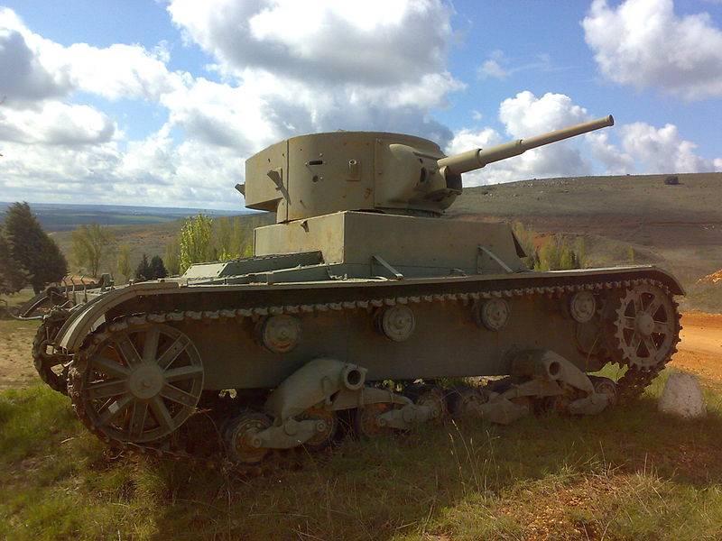 스페인 남북 전쟁의 탱크. 숫자와 색깔의 대결
