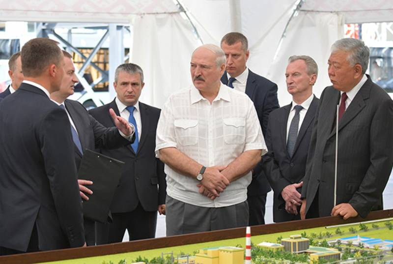 "Lukashenka named Russians among those who ""cross themselves"" in case of strikes at Belarusian enterprises"