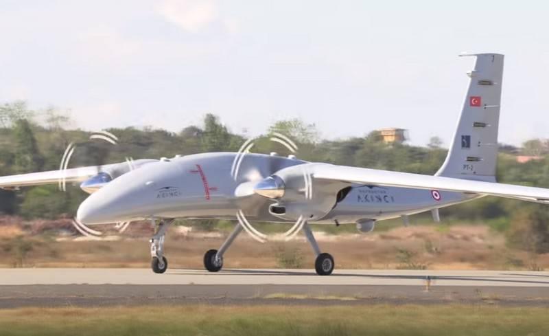 터키-우크라이나 UAV Akinci의 두 번째 프로토 타입이 첫 비행을했습니다.