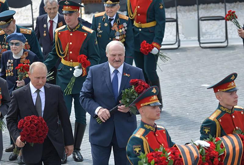 """Lukashenka는 연방 국가에 대해 """"기억""""하고 푸틴과 접촉 할 필요성을 발표했습니다."""