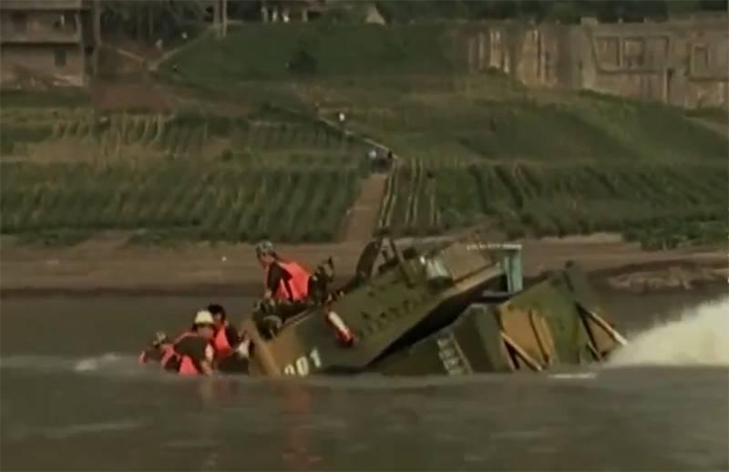 轻型两栖中国坦克在测试中如何沉没:该录像在台湾被人记住