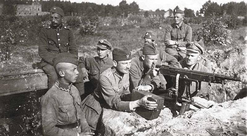 """""""비스 툴라의 기적"""". 붉은 군대의 바르샤바 작전"""