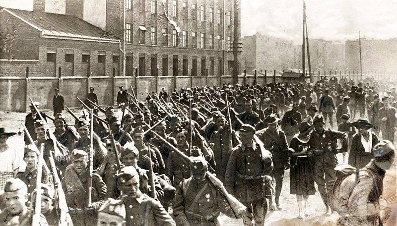 Tukhachevsky ordularını Vistül'de nasıl yok etti?