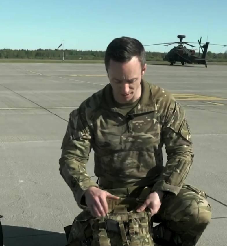 Mochila do piloto de helicóptero Apache: oficial britânico diz