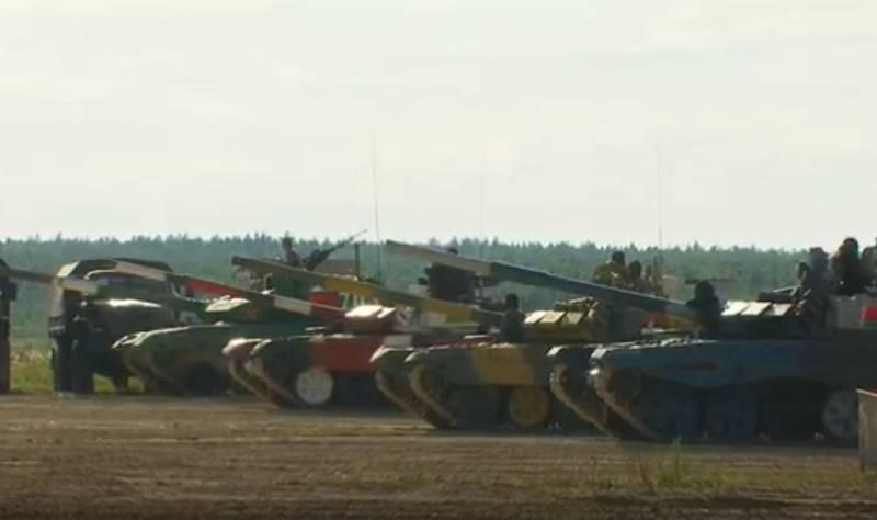"""Tank Biathlon-2020""대회의 틀 안에서 경주가 알라 비노에서 시작되었습니다."