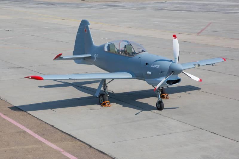 O UAC anunciou o prazo de entrega da aeronave de treinamento Yak-152
