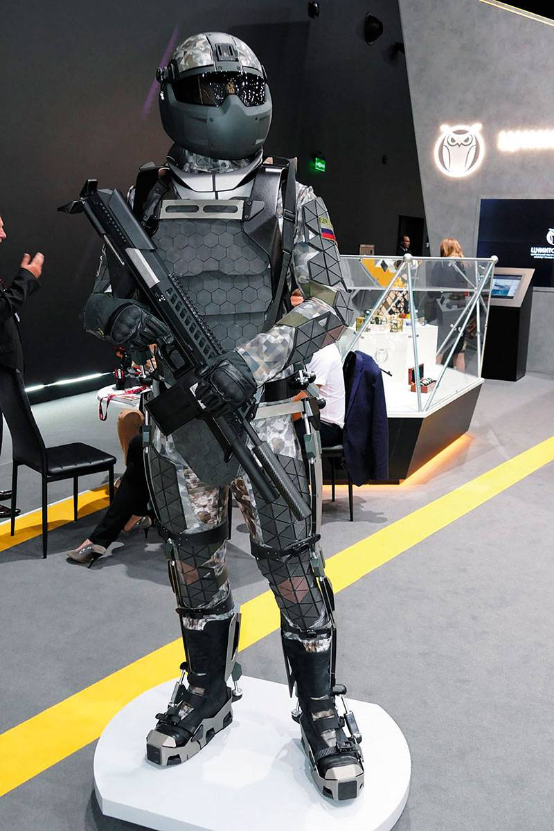Exoskeletons for combat equipment. Experience of Russia and the USA