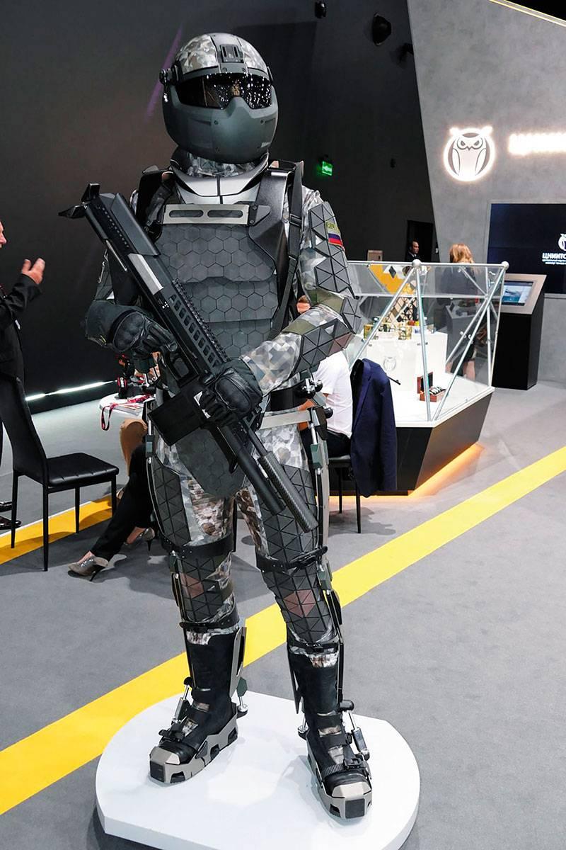 Esoscheletri per equipaggiamento da combattimento. Esperienza in Russia e Stati Uniti