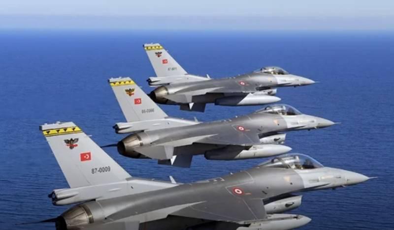 """Turquia anuncia """"interceptação"""" de caças gregos"""