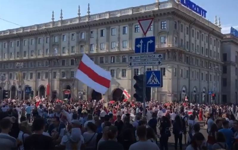 """""""March of Peace and Independence"""": tens of thousands of protesters gathered again for a rally in Minsk"""