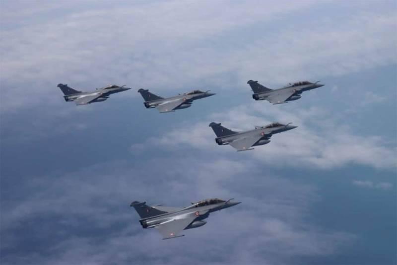«Послушать Индию, так истребители Rafale превосходят и Су-35, и J-20» - китайское Sohu