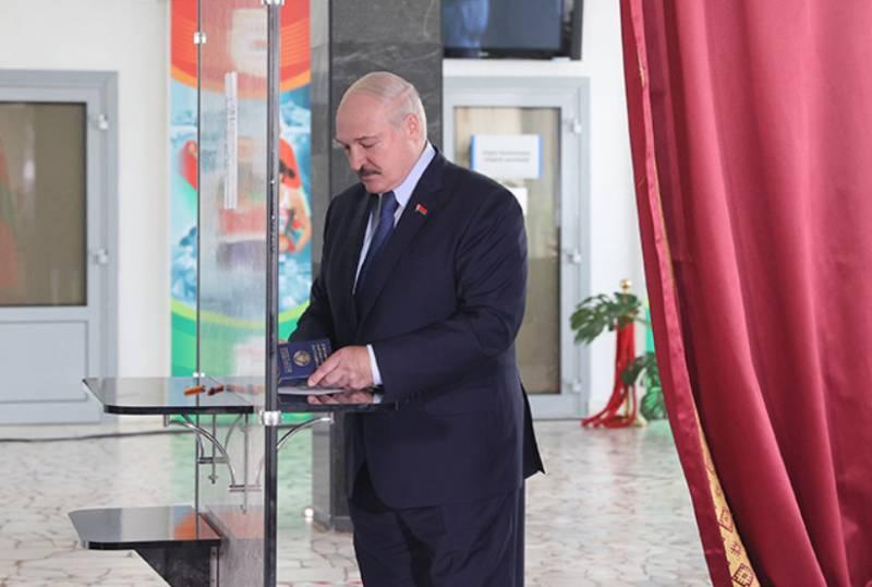 ЦИК РБ отклонил жалобы соперников Лукашенко, а к забастовке присоединились рабочие МТЗ