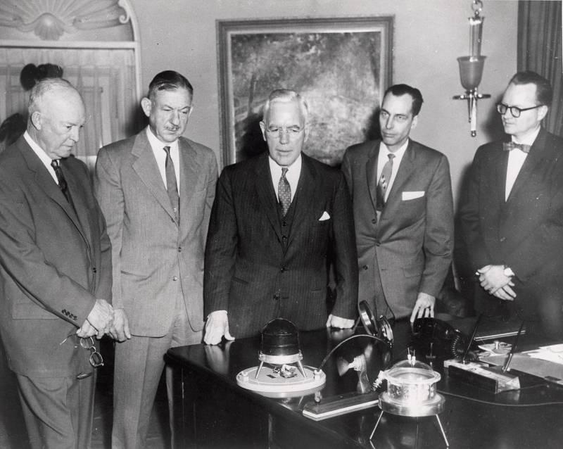 Демонстрация генератора SNAP 3 руководству США, 1959 г. Фото Минэнерго США