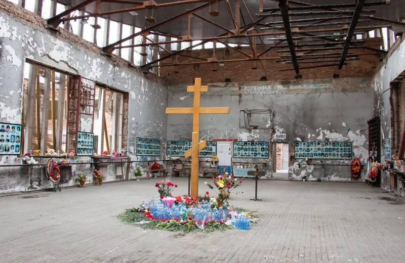 """""""Non sono tornato dalla scuola"""": Beslan ricorda le vittime degli attacchi terroristici a scuola"""