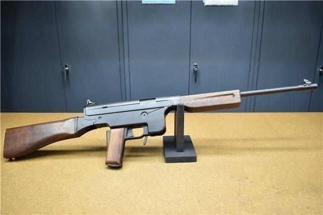Con una serratura e una pistola stordente. J. Fox carabine