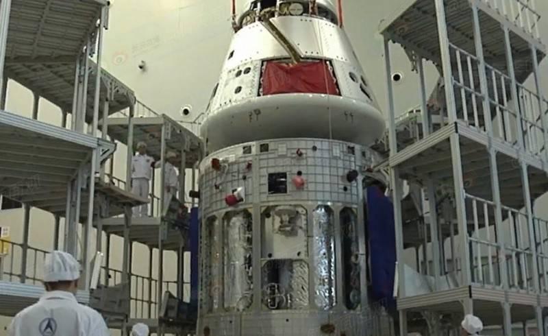 중국의 재사용 가능한 우주선이 안전하게 지구로 돌아온다