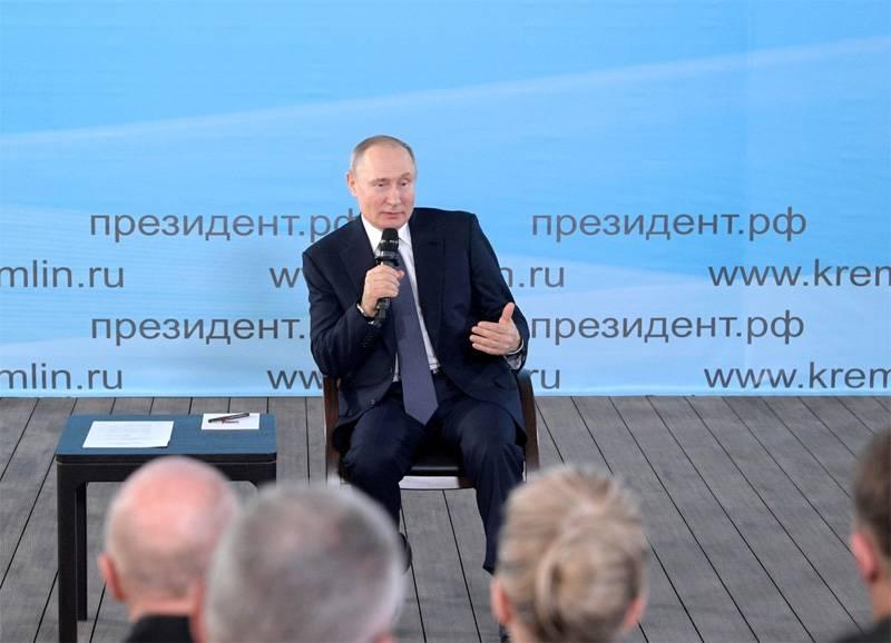 Político alemão: Putin deve ser extremamente estúpido para ordenar o envenenamento de Navalny, então não acredito nisso