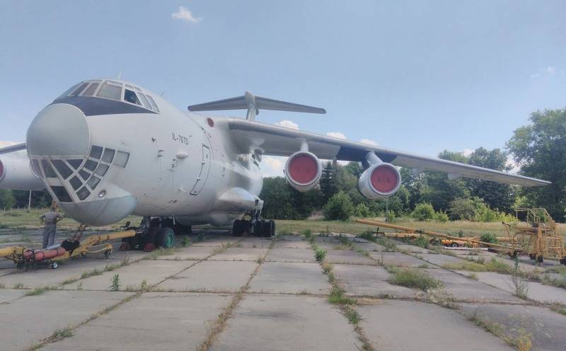 Ukraine puts up for auction three military transport aircraft Il-76TD