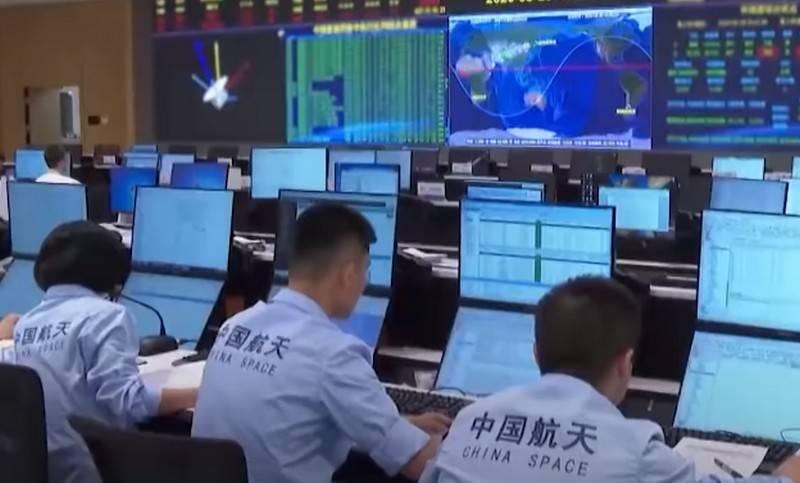 Chinesisches wiederverwendbares Raumschiff lässt unbekanntes Objekt in der Umlaufbahn