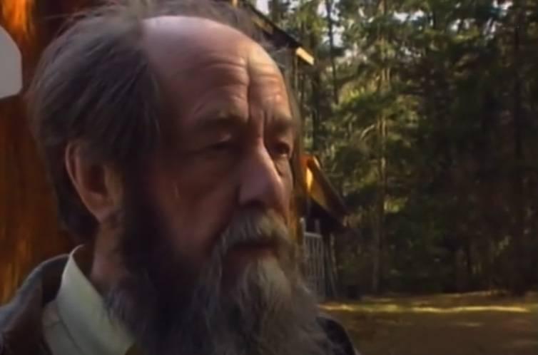 Como Solzhenitsyn Equipou a Rússia do Exterior