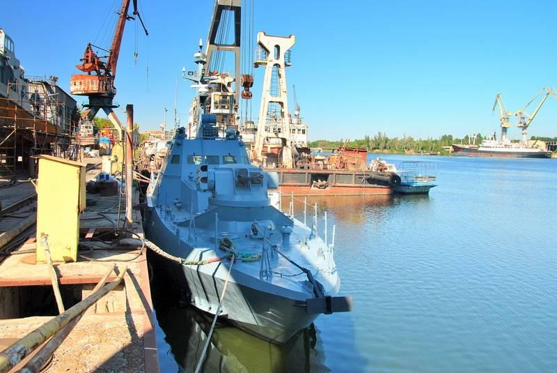 """A Nikolaev, le riparazioni del molo della barca delle forze navali ucraine """"Berdyansk"""""""