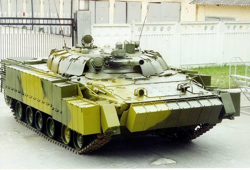 """경 장갑 차량에 대한 추가 보호 : BTR-82에서 """"Kurganets""""까지"""