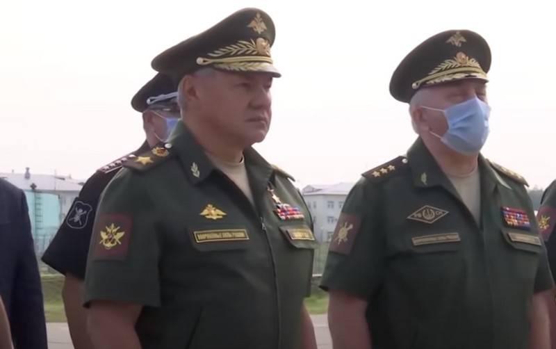 Il ministro della Difesa russo Sergei Shoigu arriva a Minsk