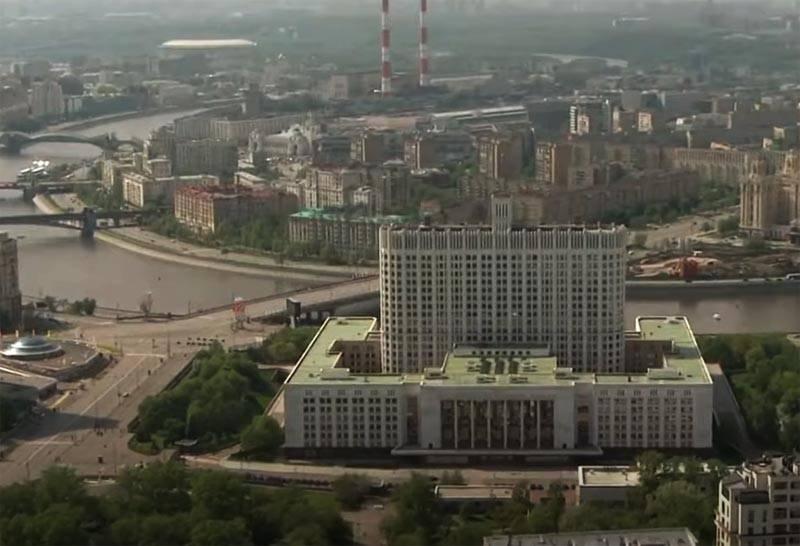 Hükümet Konağı'nın 5 milyar ruble'den fazla yenilenmesine ve yeniden inşa edilmesine karar verildi.