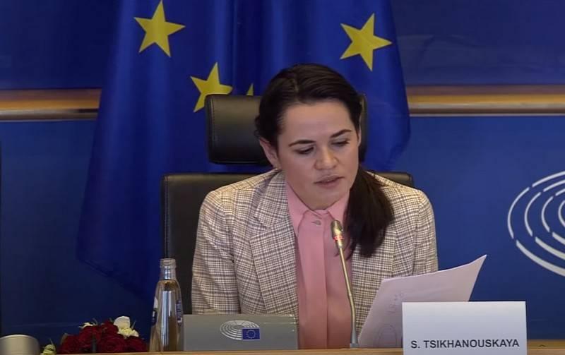 """""""暂时停止担任军官"""":Tikhanovskaya呼吁siloviki移至反对派一边"""