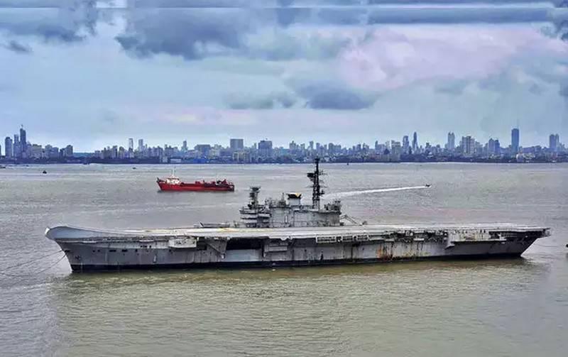 インドの空母「Viraat」は船の「墓地」に行きました