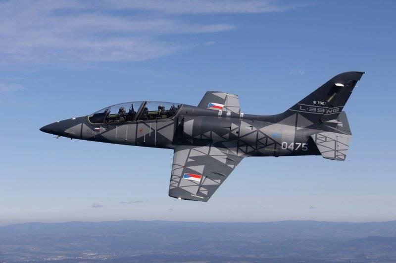 A aeronave de treinamento de combate checa L-39NG passou na certificação
