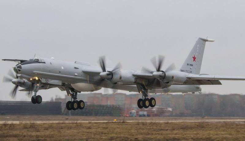 북부 함대의 대 잠수함 Tu-142는 발트해를 순찰하는 데 관여합니다.