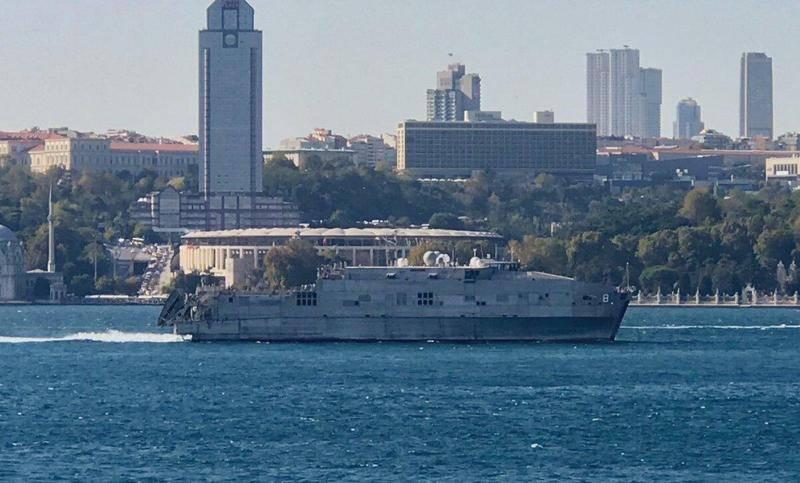 흑해를 떠난 두 척의 NATO 선박