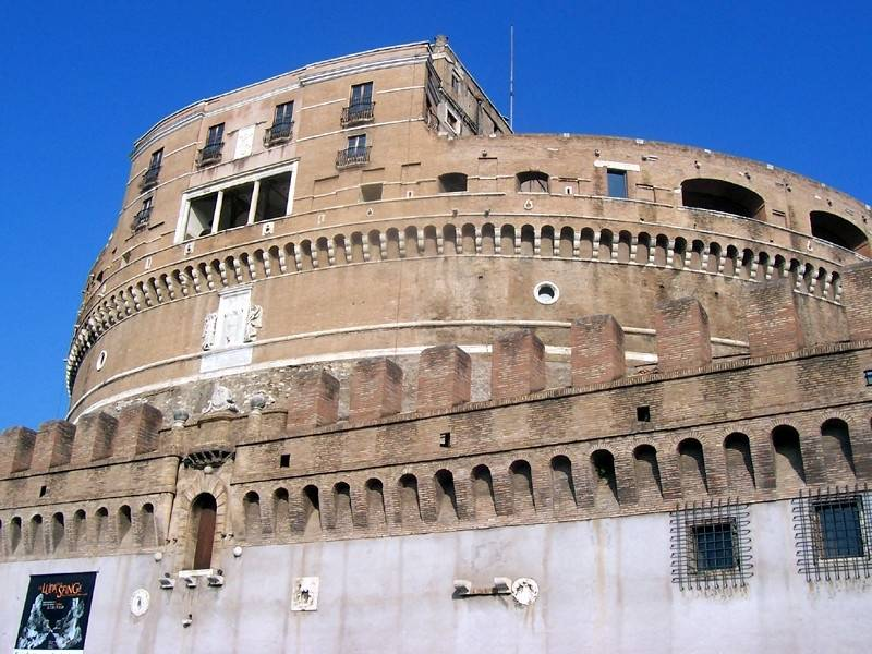 Castel Sant'Angelo in Rome: refuge, treasury, prison
