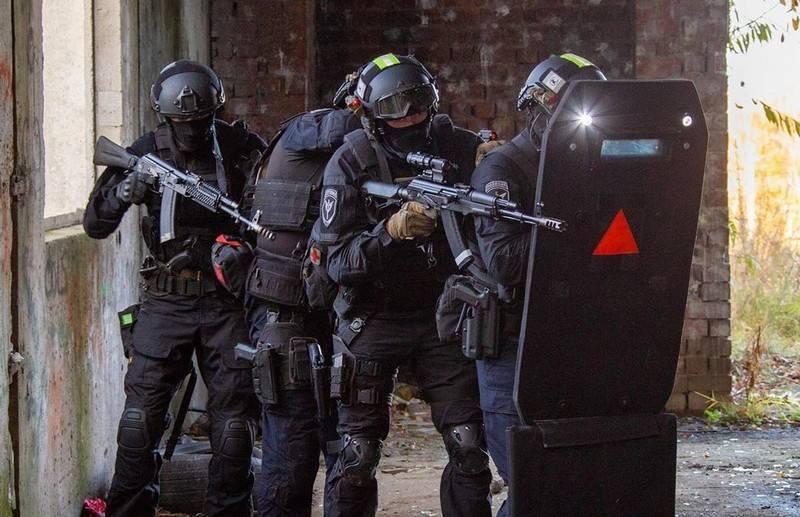 In Russia è iniziata la creazione di uno speciale esoscheletro per i funzionari della sicurezza