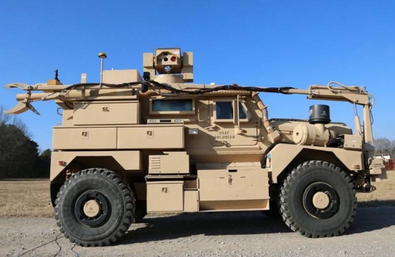 L'aeronautica militare americana acquista auto blindate con un sistema di sminamento laser