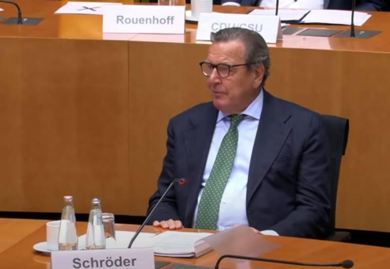 «Что для него важнее – труба или права человека»: в Бундестаге требуют от Шрёдера покинуть компанию «Северный поток»