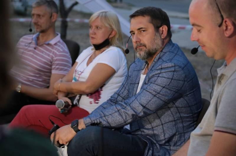 Украинский губернатор призвал снять блокаду с ЛНР