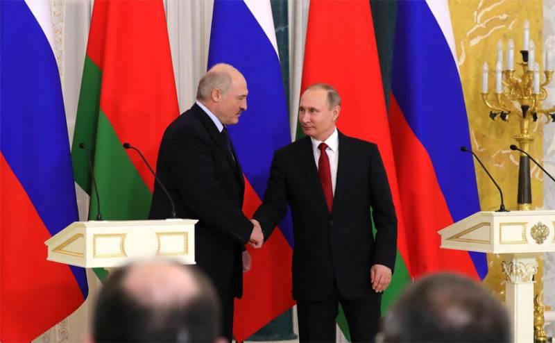 На Западе: Если Кремль продолжит поддерживать Лукашенко, Россия рискует настроить против себя