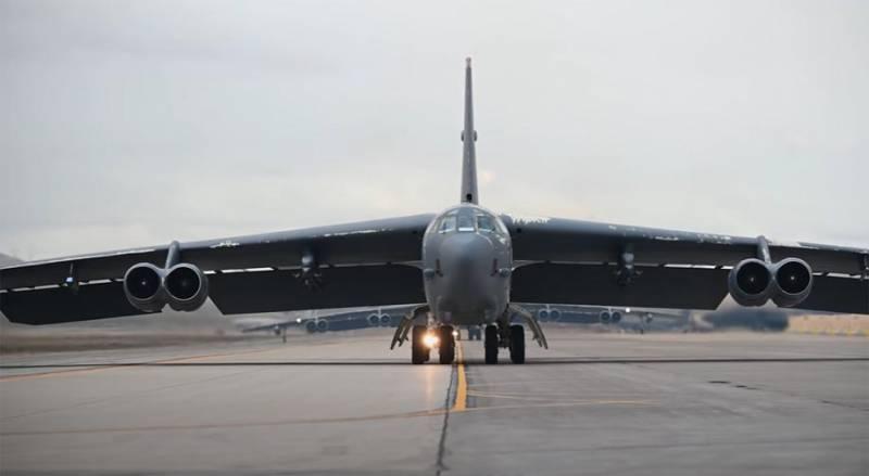 B-52 пролетели над Чехией. Эксперт: «Мы счастливы видеть над Прагой стратегические бомбардировщики ВВС США»
