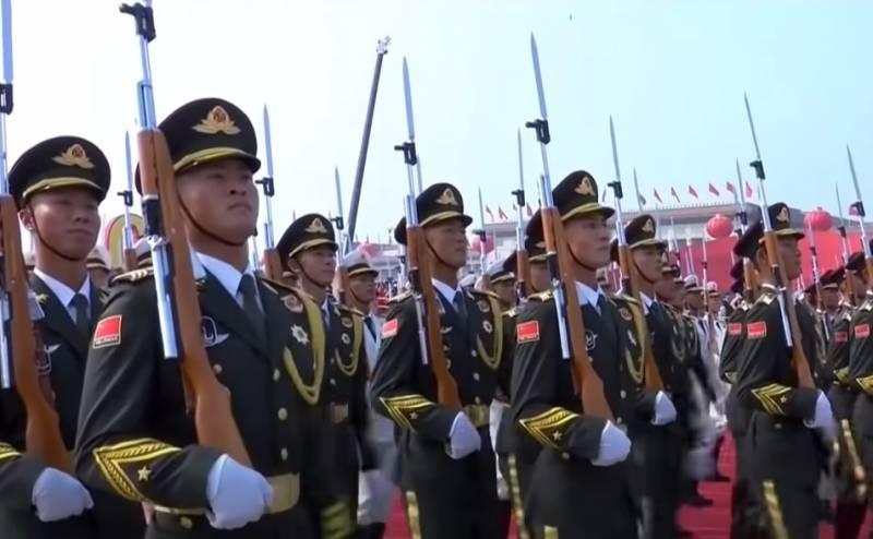 «Боевые крики и танцы»: индийские СМИ о мощи китайской армии