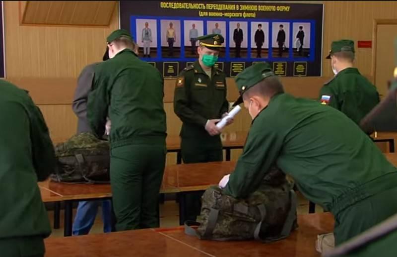 国防省は、完全契約軍への移行は不適切であると考えています