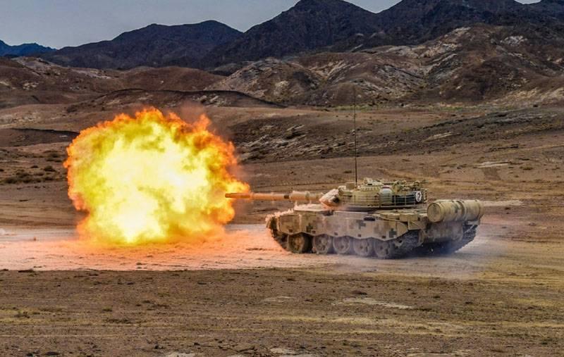 Discussion sur la question de l'entraînement au combat en plein air: pour l'entraînement ou pour des tirs spectaculaires