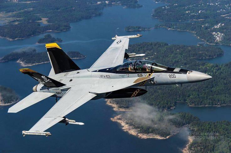 सी स्ट्राइक: क्या एफ / ए -18 अभी भी कूल और प्रासंगिक है?