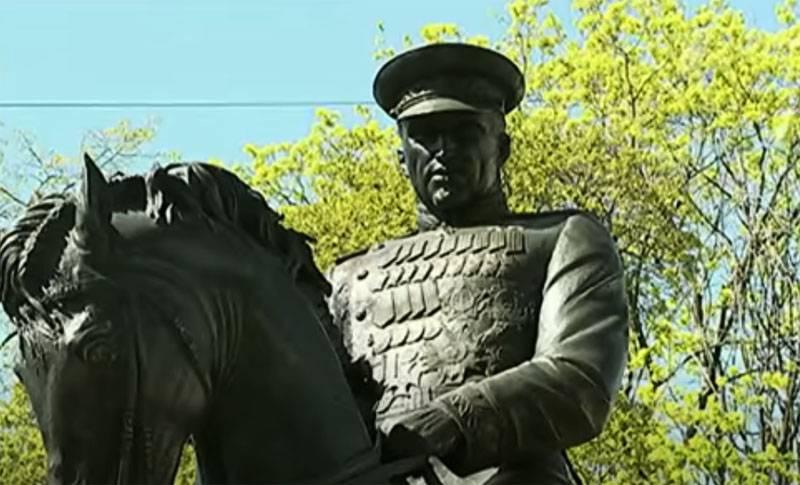Çek basını Polonyalıların Mareşal Rokossovsky'den neden hoşlanmadığını açıkladı