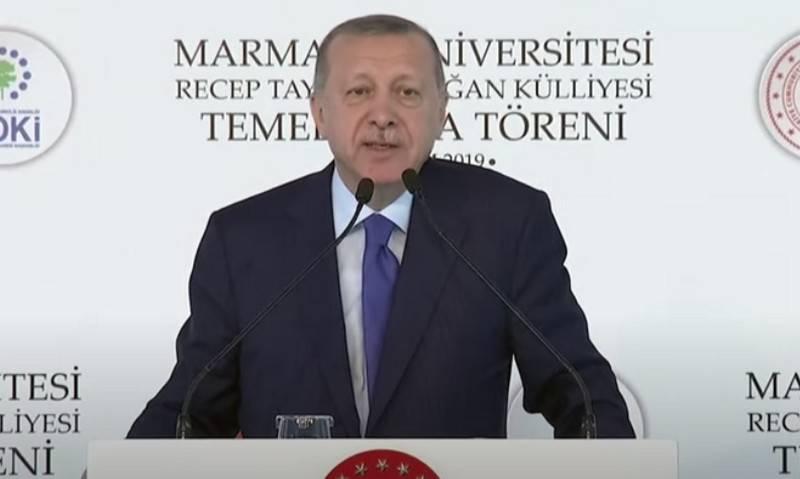 """Erdogan dit que l'Arménie est """"gâtée"""""""
